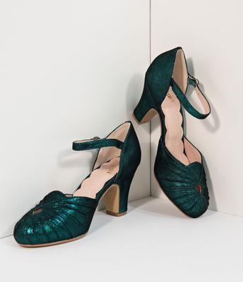 5ffdf66e5c4 Unique Vintage Plus Size Emerald Green Beaded   Fringe Leonie Flapper