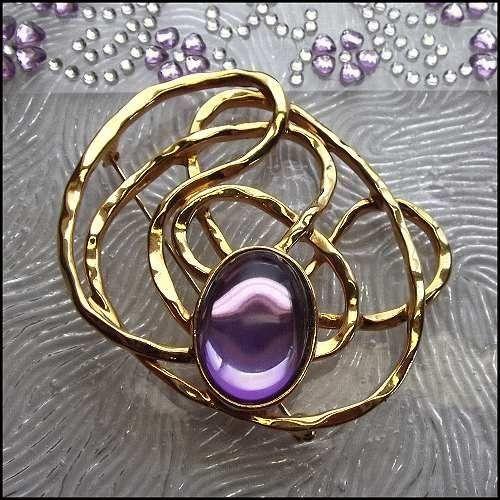 Gold Swirl Pin Modern Sprial Brooch w Purple Glass Vintage Jewelry   http://www.greatvintagejewelry.com/inc/sdetail/gold-swirl-pin-modern-sprial-brooch-w-purple-glass-vintage-jewelry-/20034