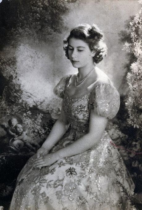Queen Elizabeth Ii The Monarchy S First Fashion Icon