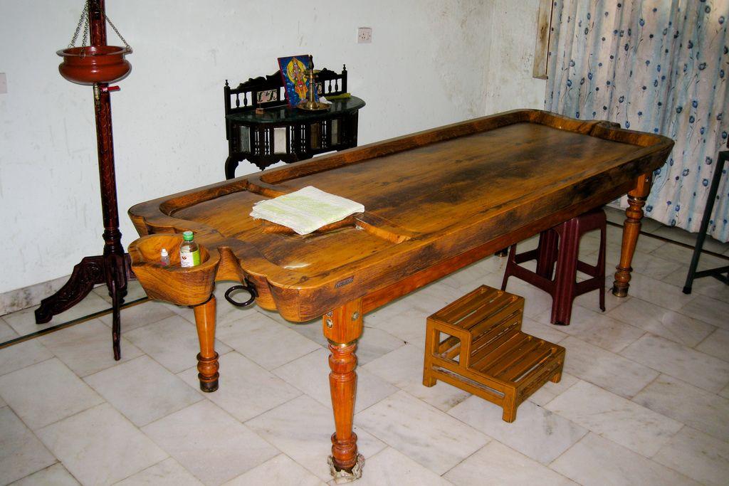 Drona Table De Massage Ayurvedique Traditionnelle En Bois Kunst