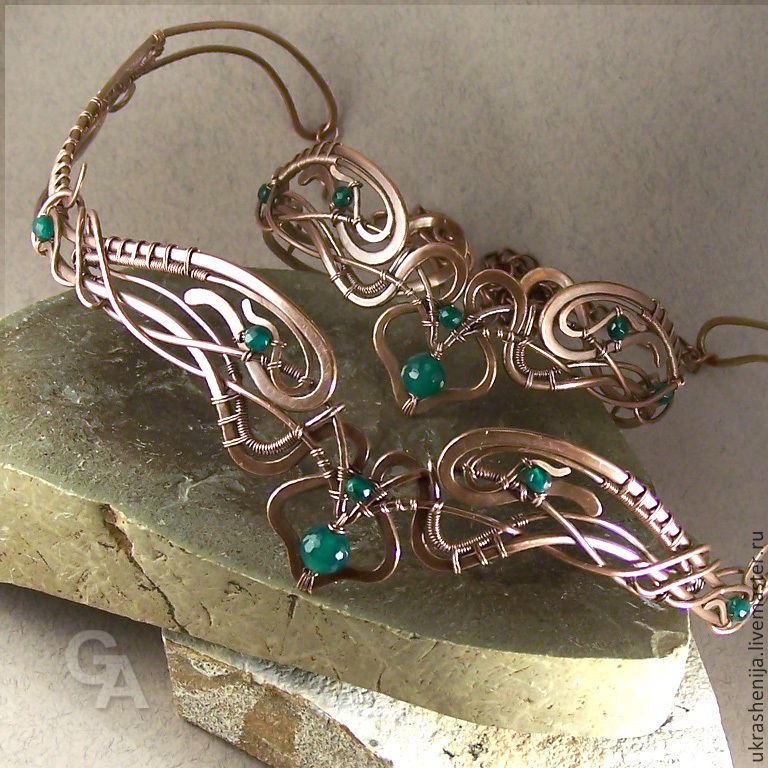 """Bracelet on his shoulder """"Emerald Valley """"is made of copper in the art Wire Wrap, decorated with beads chrysoprase, zapatinirovan and polished. Size is adjustable 24-28 cm. $46.42 Also pictured is the tiara. $65.41"""