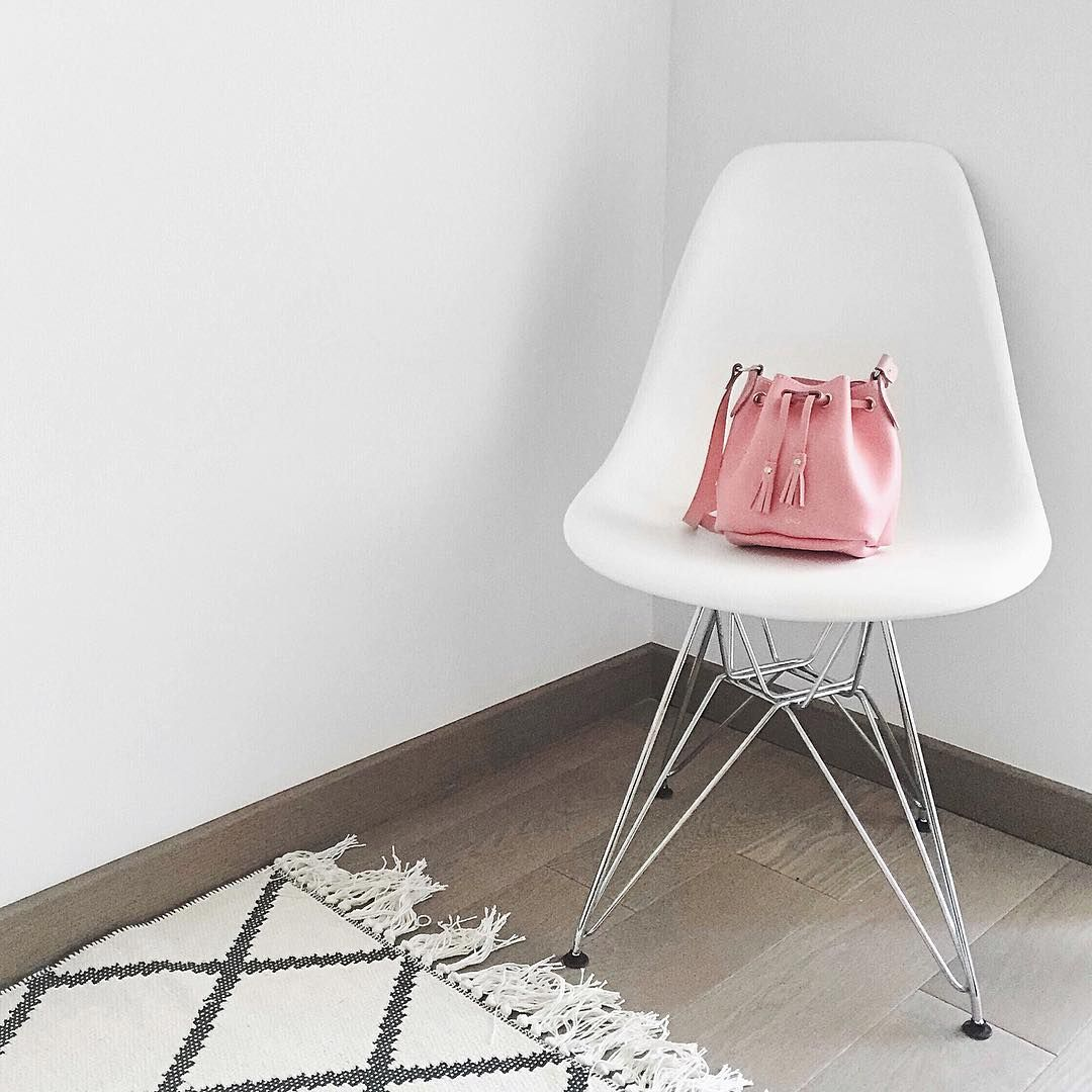 #chaise#blanche#tapis#mini#bucket#rose#photo#pose#mode#