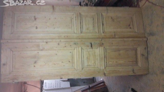 Staré dvoukřídlé dveře