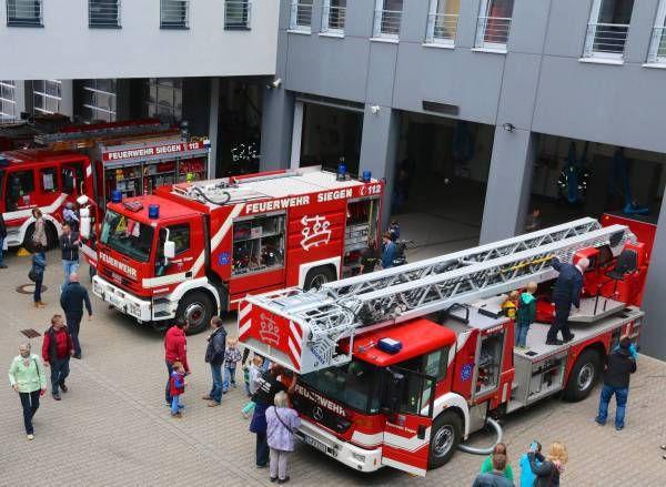 Feuerwehr Offnete Tur Und Tor Siegen Feuerwehr Feuerwehr Fahrzeuge Berufsfeuerwehr