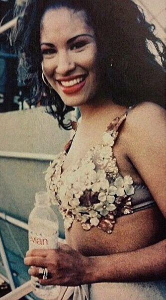 Selena Wedding Ring : selena, wedding, Wedding, Looks, Picture., Selena, Quintanilla,, Selena,, Quintanilla, Fashion