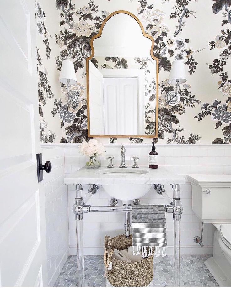 Gorgeous Bathroom Design With Floral Wallpaper.