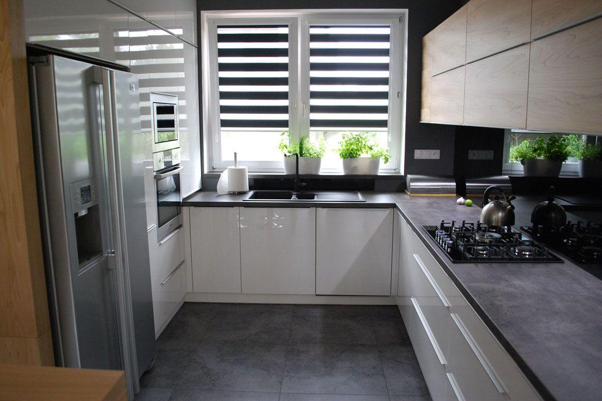 Nowoczesna Kuchnia W Szarosci I Drewnie Mobiliani Design Bydgoszcz Home Kitchens Kitchen Projects Kitchen