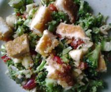 """Rezept Brokkolisalat (aus """"Finessen"""") von Lillyfeechen - Rezept der Kategorie Vorspeisen/Salate"""