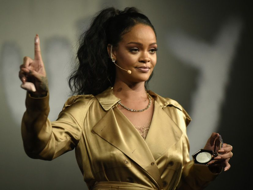 Rihanna Amy Schumer More Stars Say No To Super Bowl To