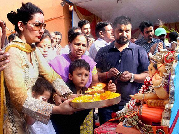 Sanjay Dutt's wife Manyata Dutt and her children perform