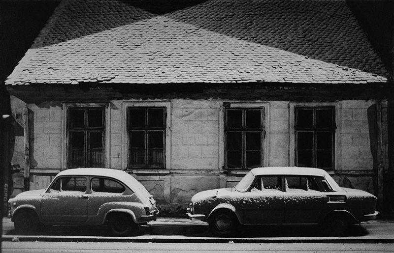 © Branislav Strugar, 1974 Prvi sneg kuća dva automobila
