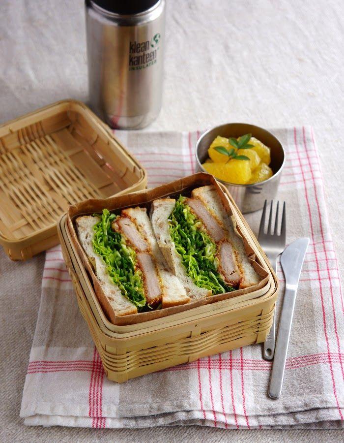 R journal: Katsu sando, pork cutlet sandwich bento・カツサンド弁当