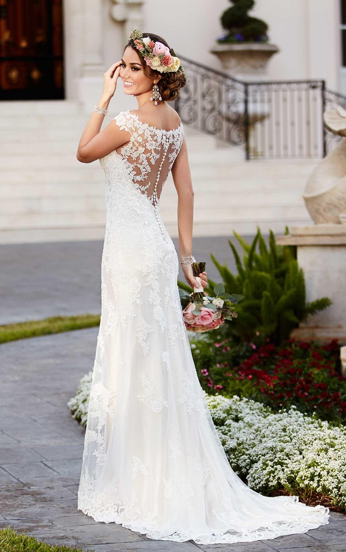 Brautkleid mit Illusion Ausschnitt