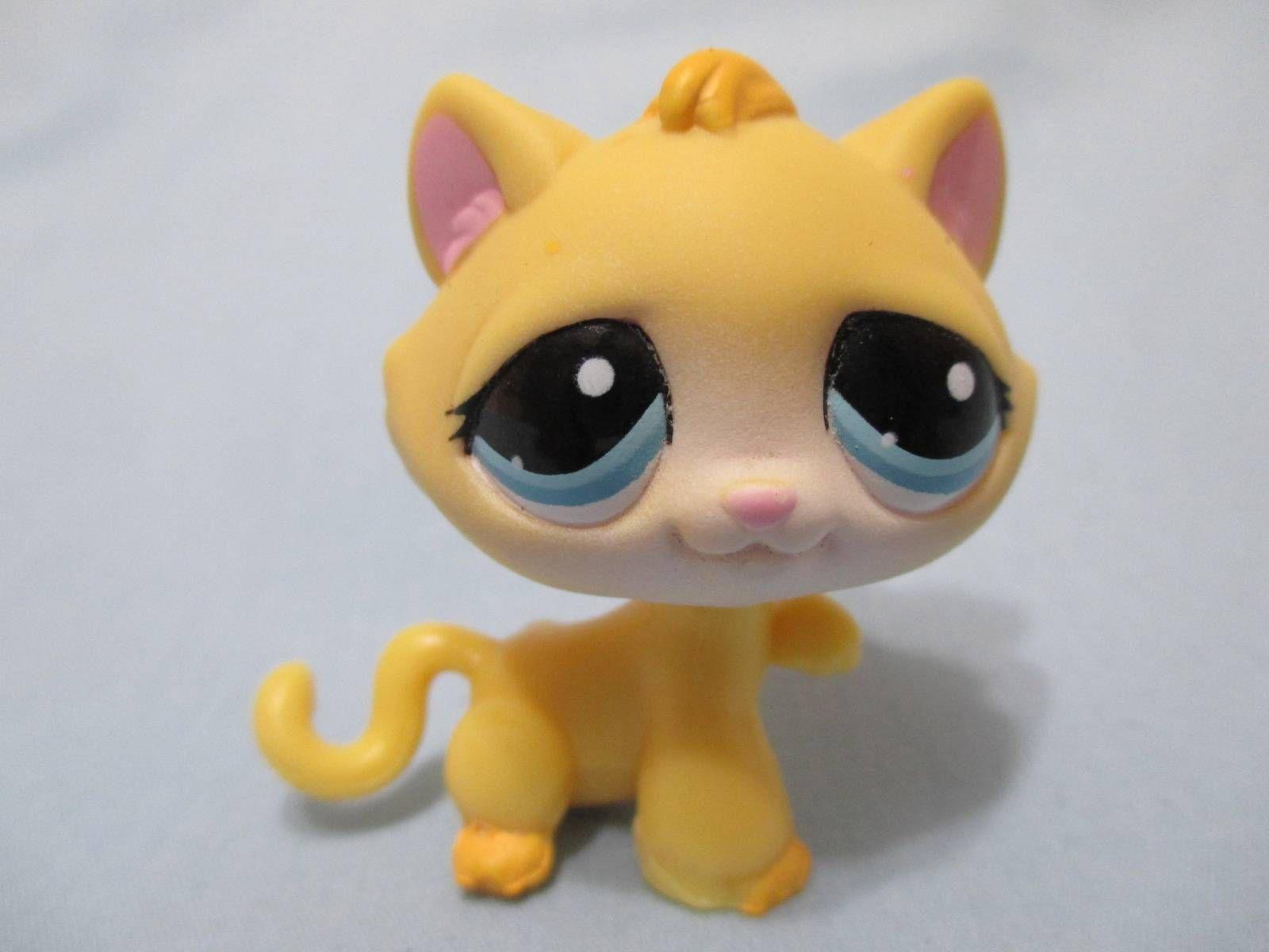 Littlest Pet Shop Cat Kitty Tabby Yellow W Blue Eyes Paw Up 1035