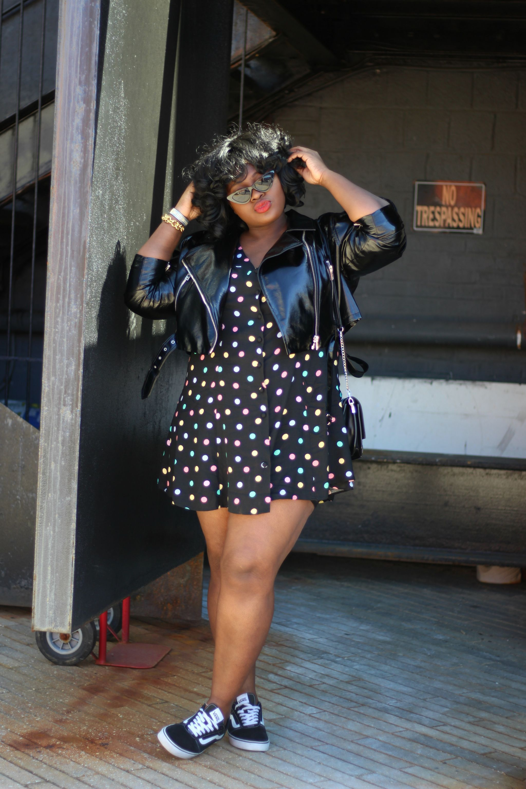 899817ec8edfee Sweet'n Chic Streetstyle with polka-dotted mini dress, classic Vans and a  shiny leather jacket in perfecto cut. | Plus Size Fashion #curvyfashion