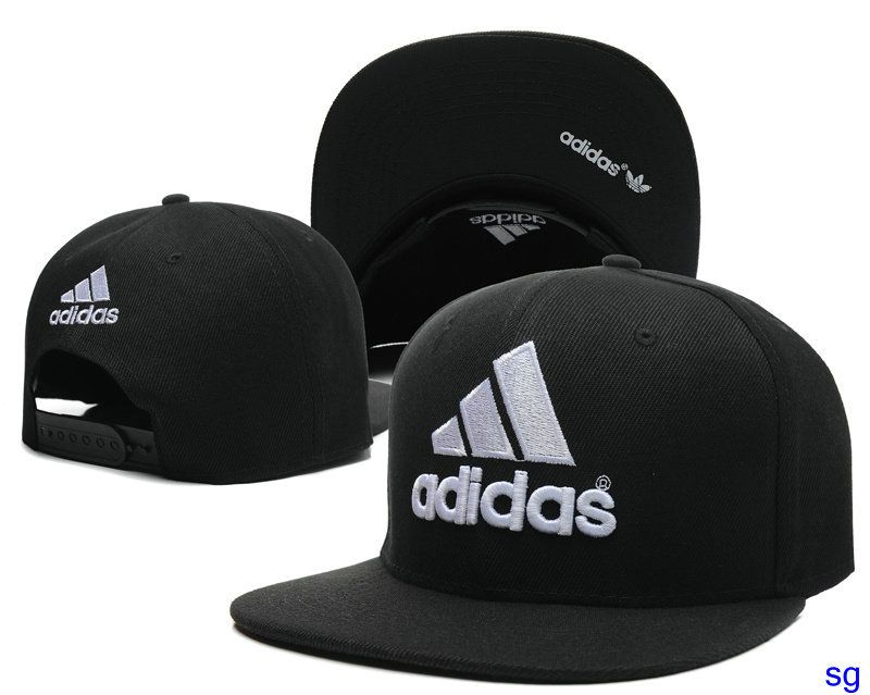 611c57b42dccd Gorras Adidas € 10 cada uno. Los más populares