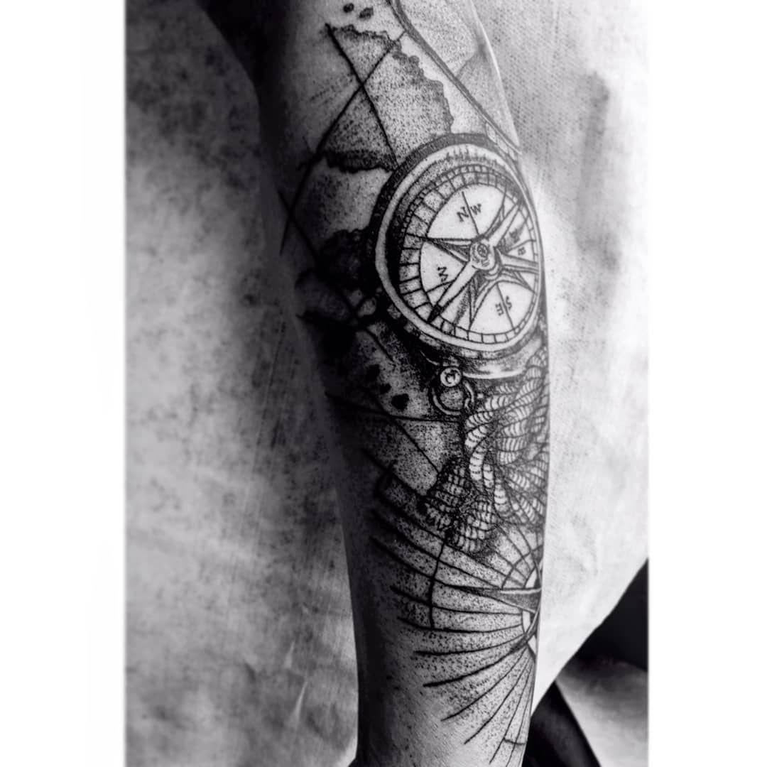 Kaoz tattoo art  Black work tattoo  Diseños disponibles  Black and grey #blackandgreytattoo  Gracias por el apoyo y la confianza 💥💥 Artista @_jorgecardona_ @kaoztattooart  Agenda tu cita por DM o al whatsApp 📲 305 77 63 510 Bogotá INK  #grafica #tattoo#realismo #blackwork #Error2020 #lapiz #carboncillo #blackwork#inktattoo #bogotaink #gremiotattoo #colombiaink#santa #tattoo #florestattoo #linetattoo#eternalink #tattoo#realismo #blackwork #inktattoo #bogotaink#gremiotattoo #instagood #instamom