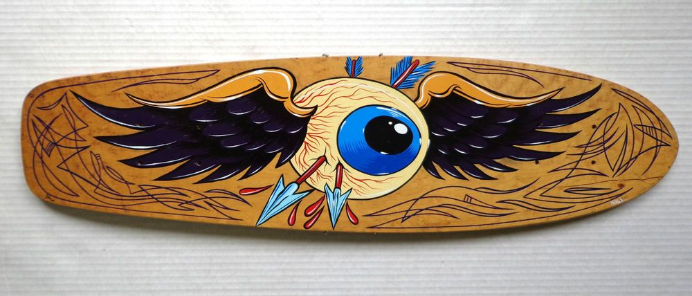 hand painted skateboard deck Flying Eyeball Dennis McPhail pinstripe Hot Rod art #pinstripe #kustomkulture #art #flyingeyeball #vondutch #skateboard