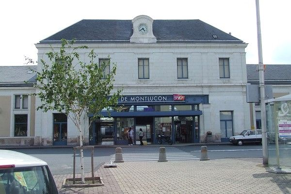Gare De Montlucon Montlucon Structurae Gare Gare Sncf Gare Ferroviaire