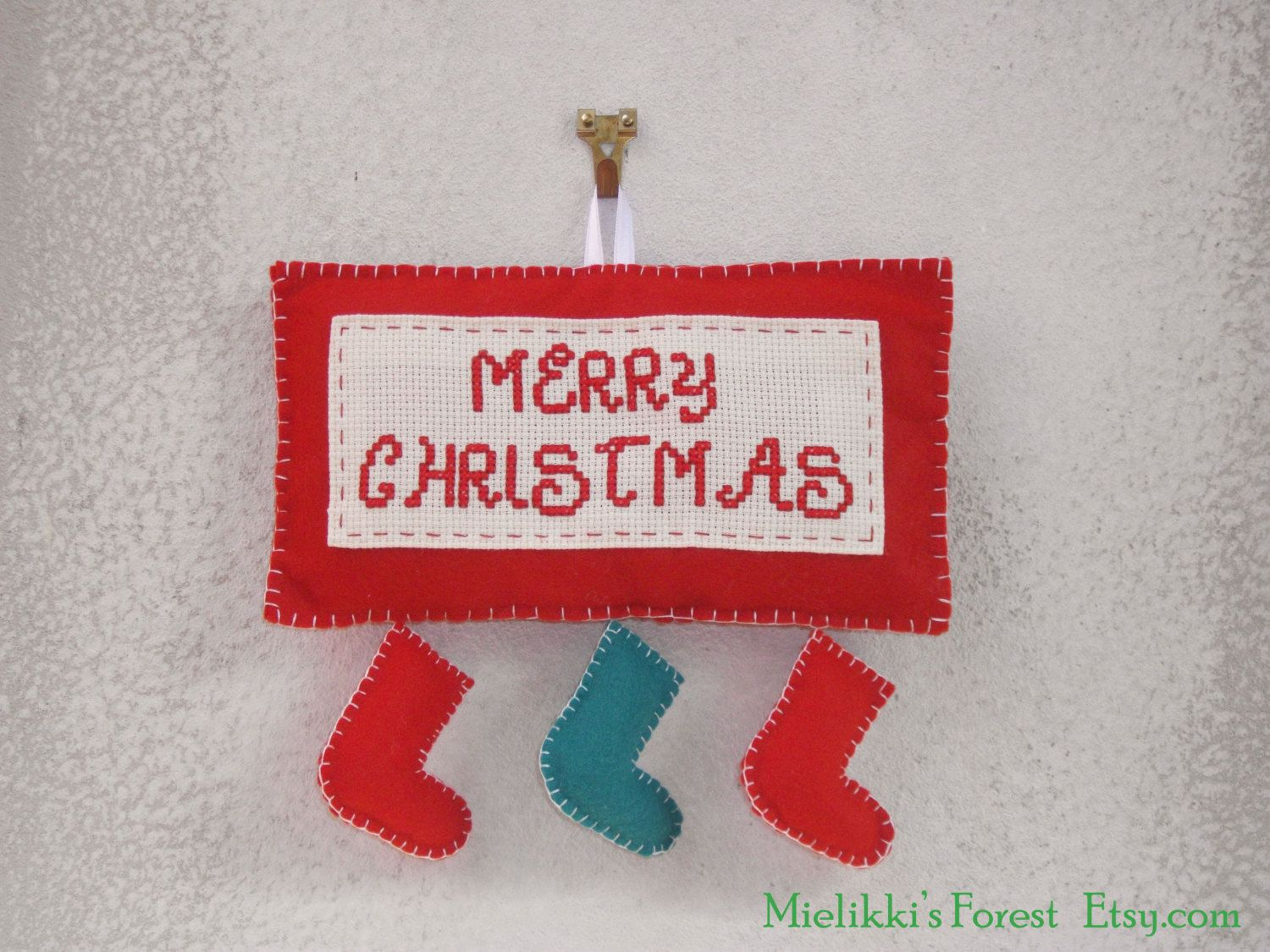 Christmas decoration. Stuffed felt banner, hand embroidered. - pinned by pin4etsy.com