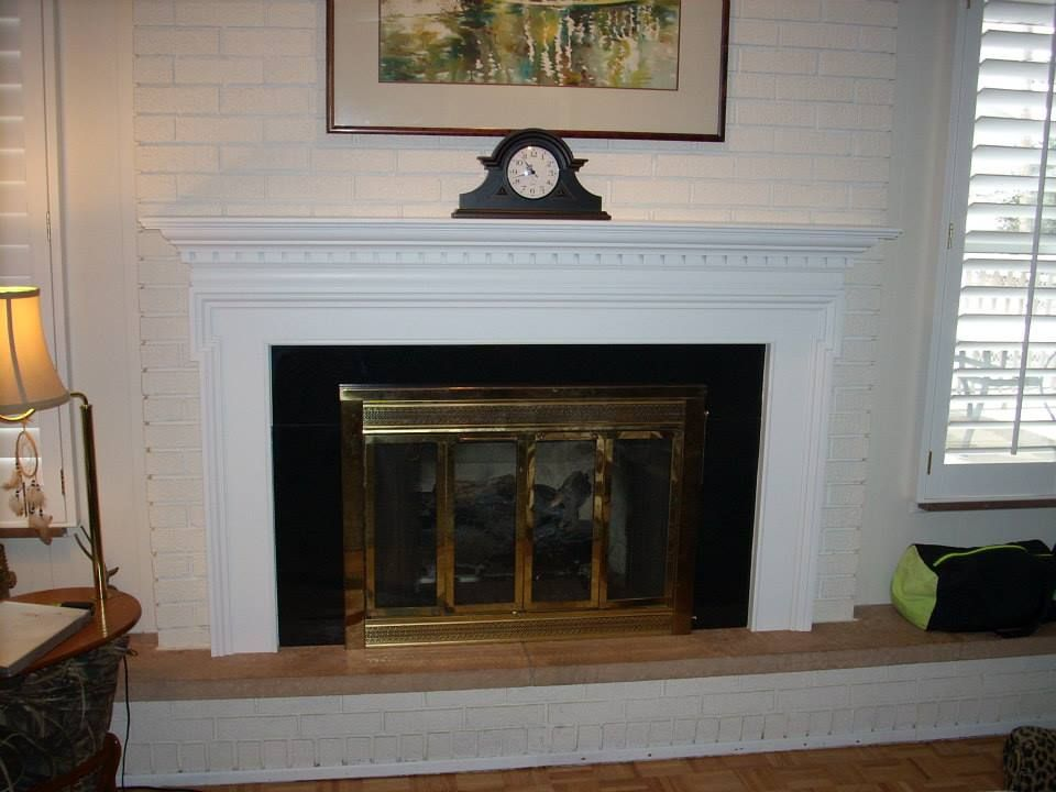 A Fresh White Mt Vernon Mantel And Black Granite Surround Make This Traditional Fireplace Look Very Regal