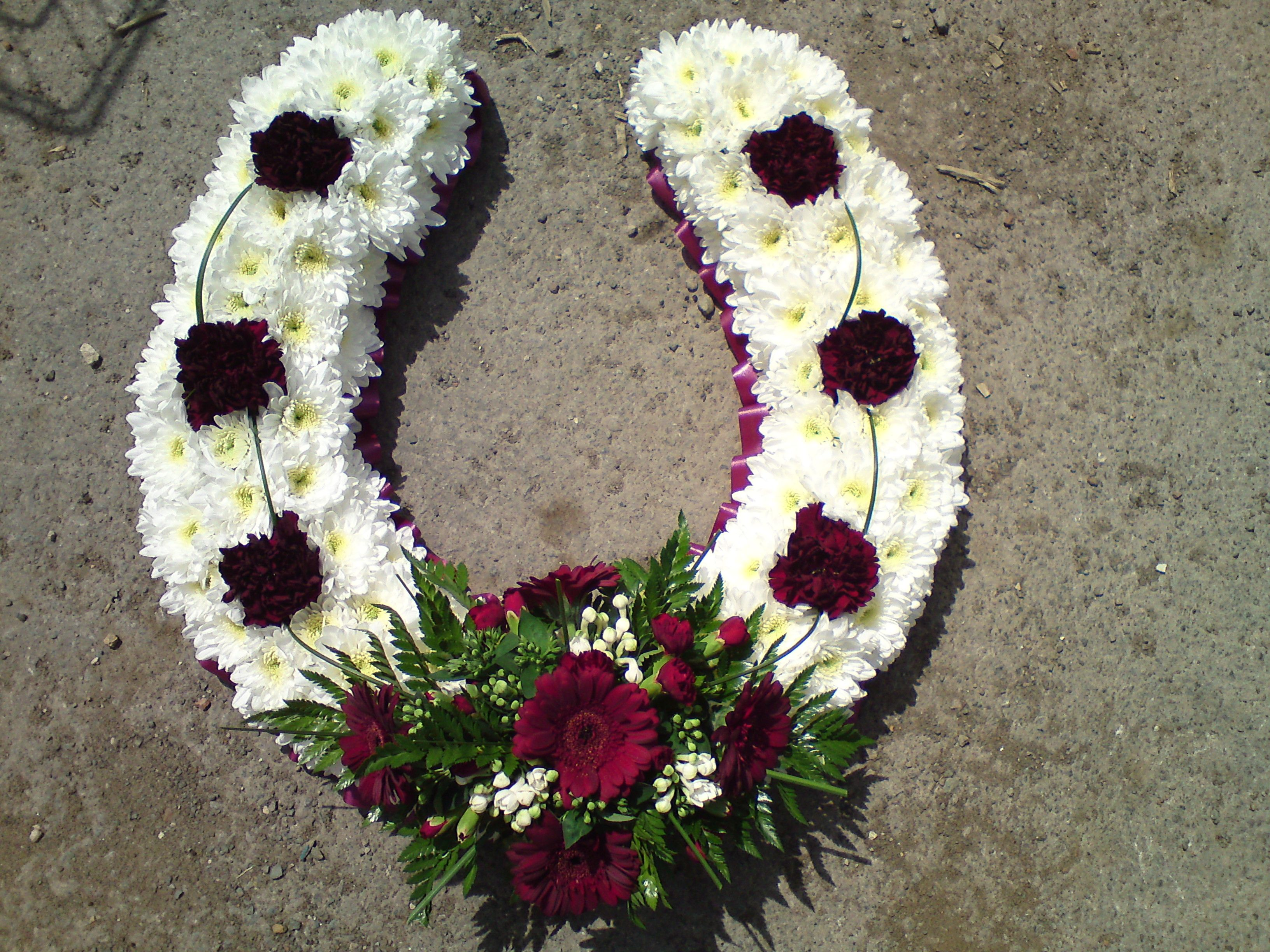 Horseshoe Flowers Funeral Images Floral Tributes Pinterest