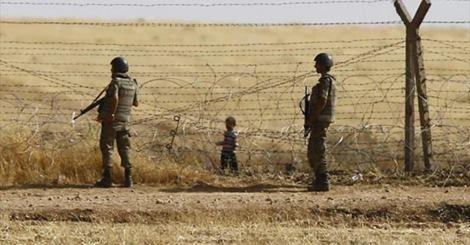 osCurve   Contactos : Soldados turcos disparan a sirios que huyen de Dae...
