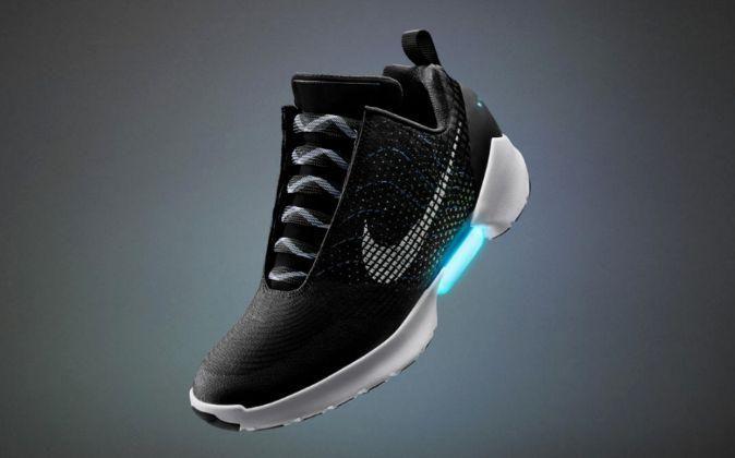 sports shoes 15eff 1df1b Lo nuevo de Nike en zapatos que se atan solos.