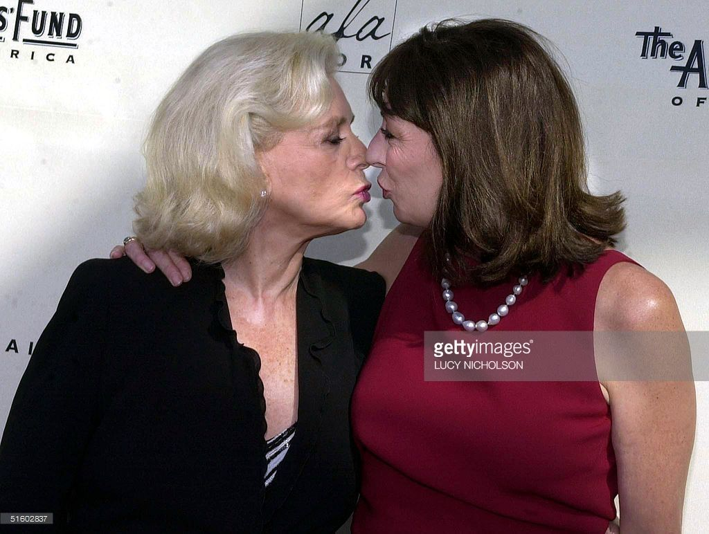 actresses-lauren-bacall-and-anjelica-huston-kiss-as-they-arrive-at