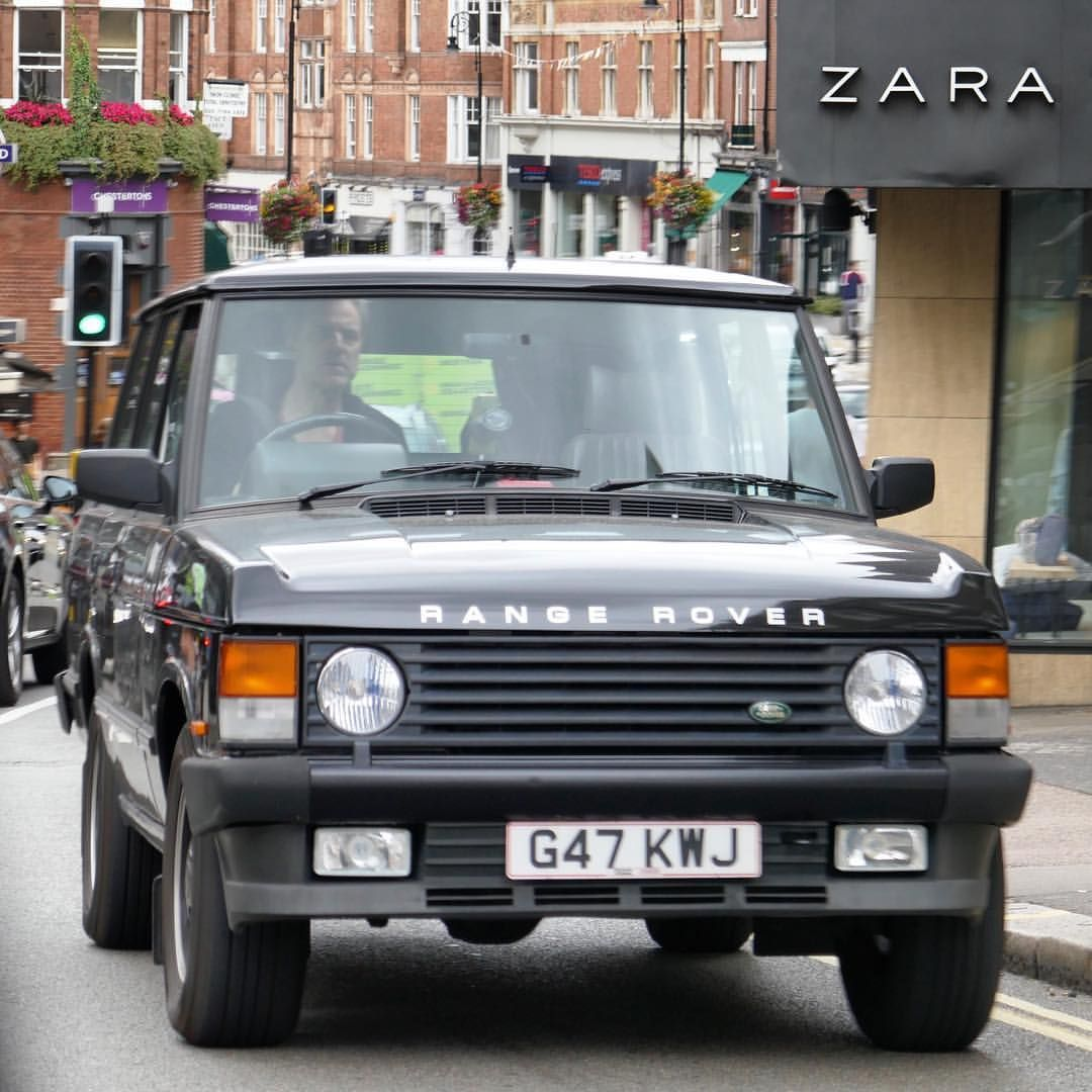 Car Brochure Brought To Life Carbrochure On Instagram Classic Range Rover In Hampstead Perfect Rangerover R Range Rover Classic Range Rover Land Rover