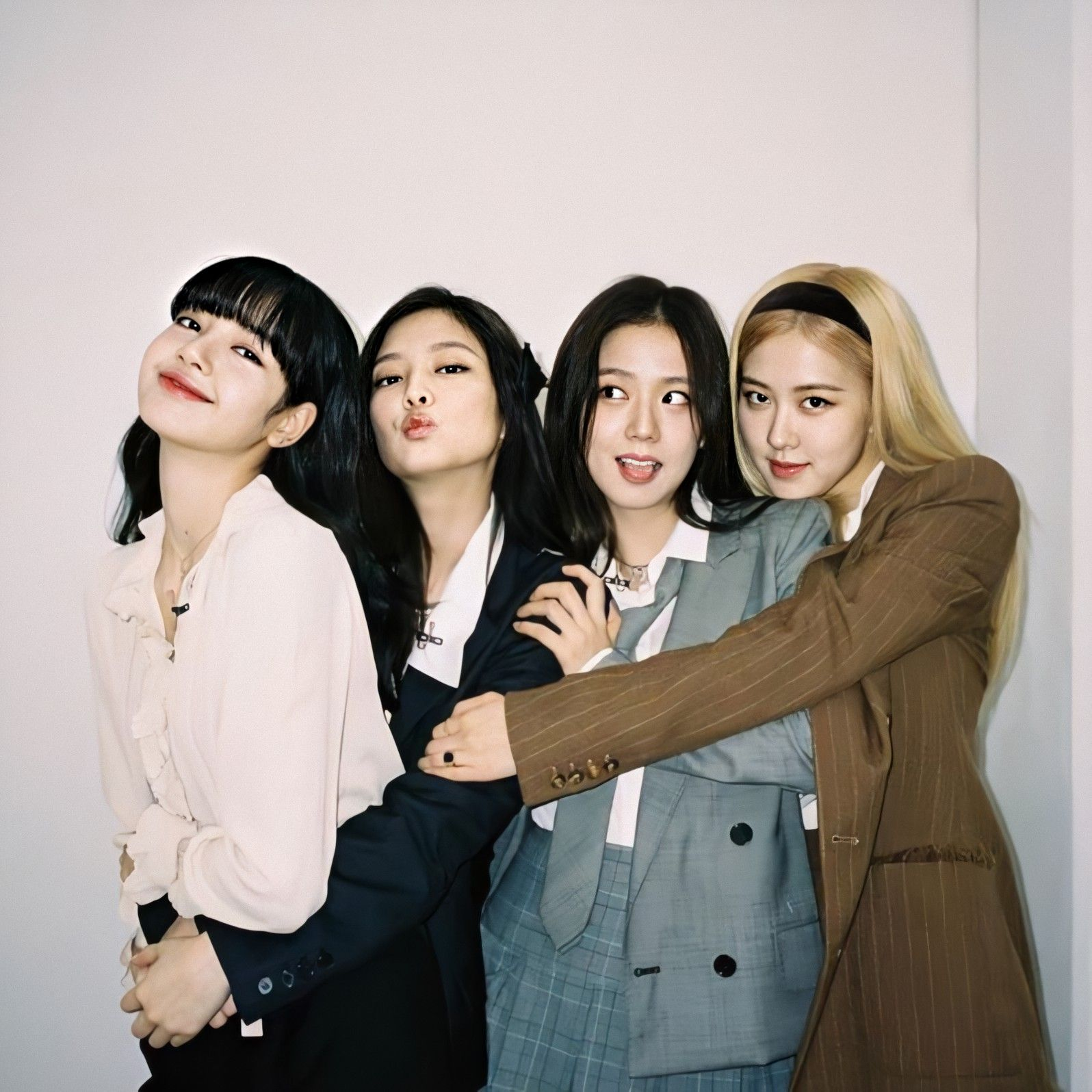 This picture shows one of my favorite kpop girl groups, Blackpink