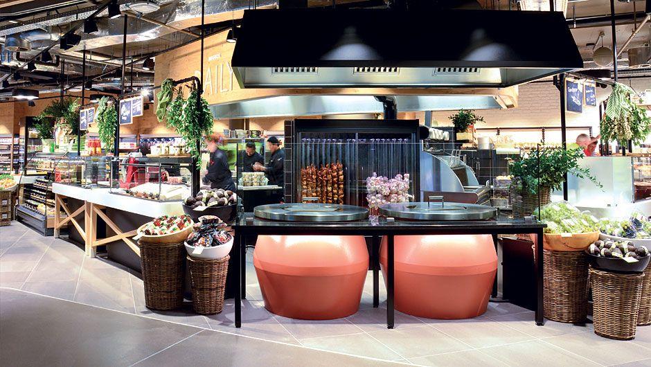 Eine Food-Insel mit offener Show-Küche bildet das Herzstück der