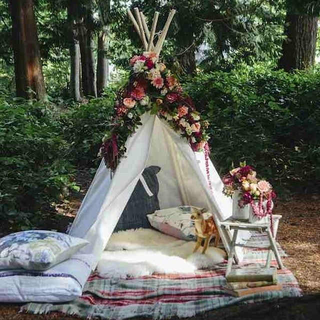 Gorgeous woodland picnic shoot from @tamarataggart inspired by @selinalake. Photos by @kyrani, styling by @englisheccentrichome, flowers by @flowerfactory, pillows by @thecrossdesign & much more. See the youthful, whimsical photos #onggtoday #littlegem #ttongg