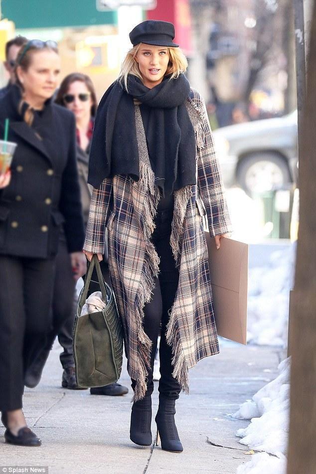 Rosie Huntington-Whiteley wearing Tomasini Paris Et10 Suede Tote in Green d3444ff4d650