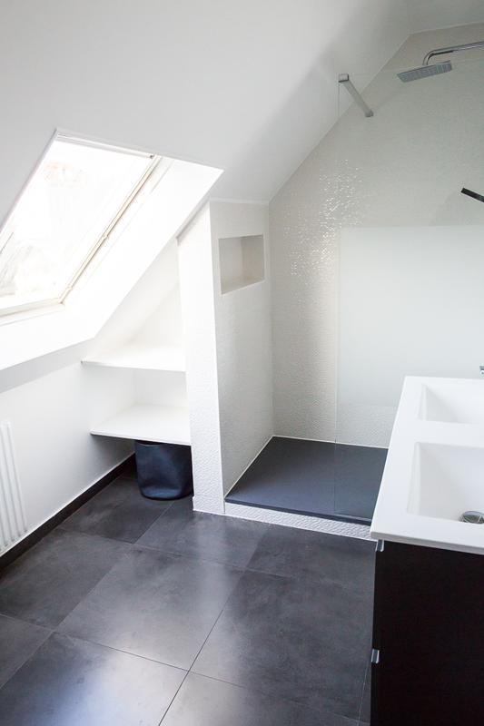 Photo of Weiß ist schick Dieses Badezimmer wurde von Nuance d39Interior Fai renoviert