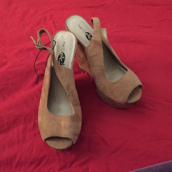 Rue 21 Wedge platform Beige 5 1/2 inch heel with 2 1/2 platform.  Slight discolor I pick four. Never been worn size 8/9 large. Rue 21 Shoes Wedges