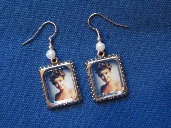 Laura Palmer Homecoming Queen earrings. by TheHoneyBeeCrafts
