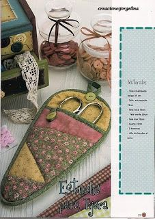 Portuguese site with free pattern for this pieced scissors holder