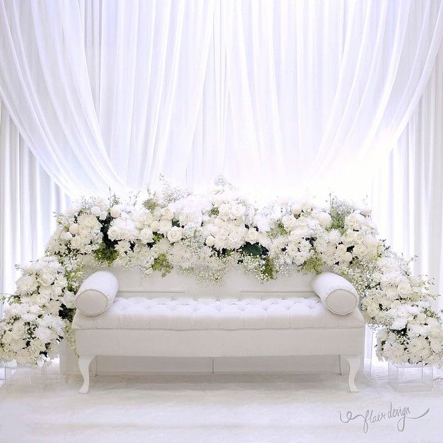 Wedding Nikah Simple Backdrop Decoration Muslim: You Can Never Go Wrong With All White Theme For