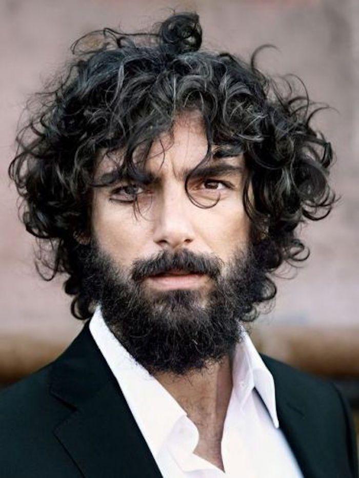 Coiffure homme cheveux long frise