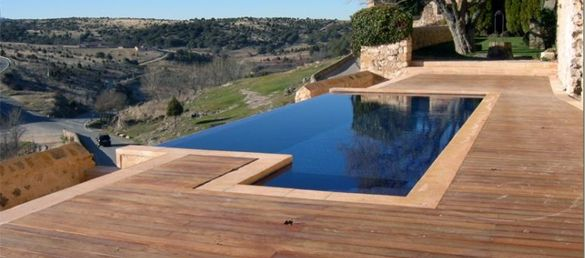 Terraza de madera decks piscina con deck pinterest for Deck madera