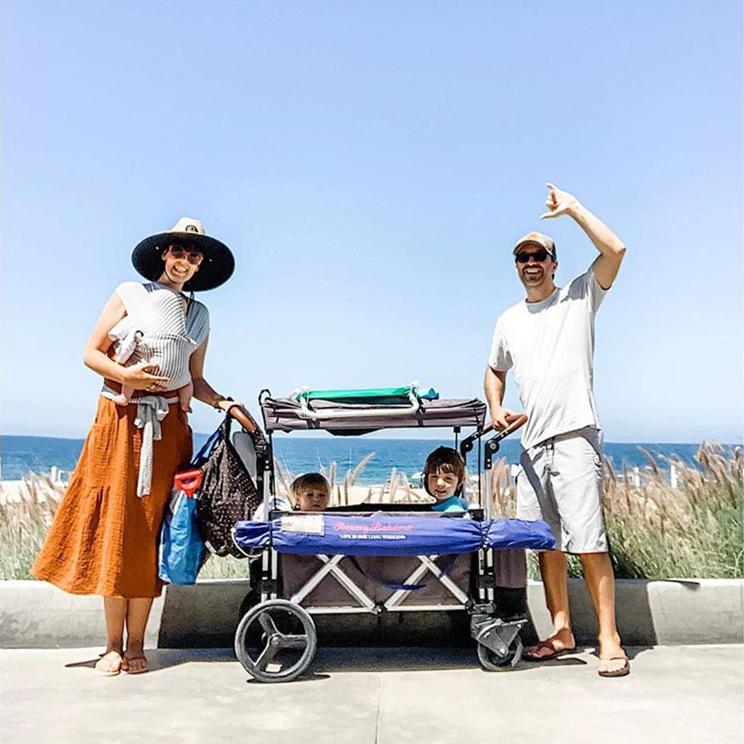 Push it like a stroller, pull it like a wagon. The Keenz