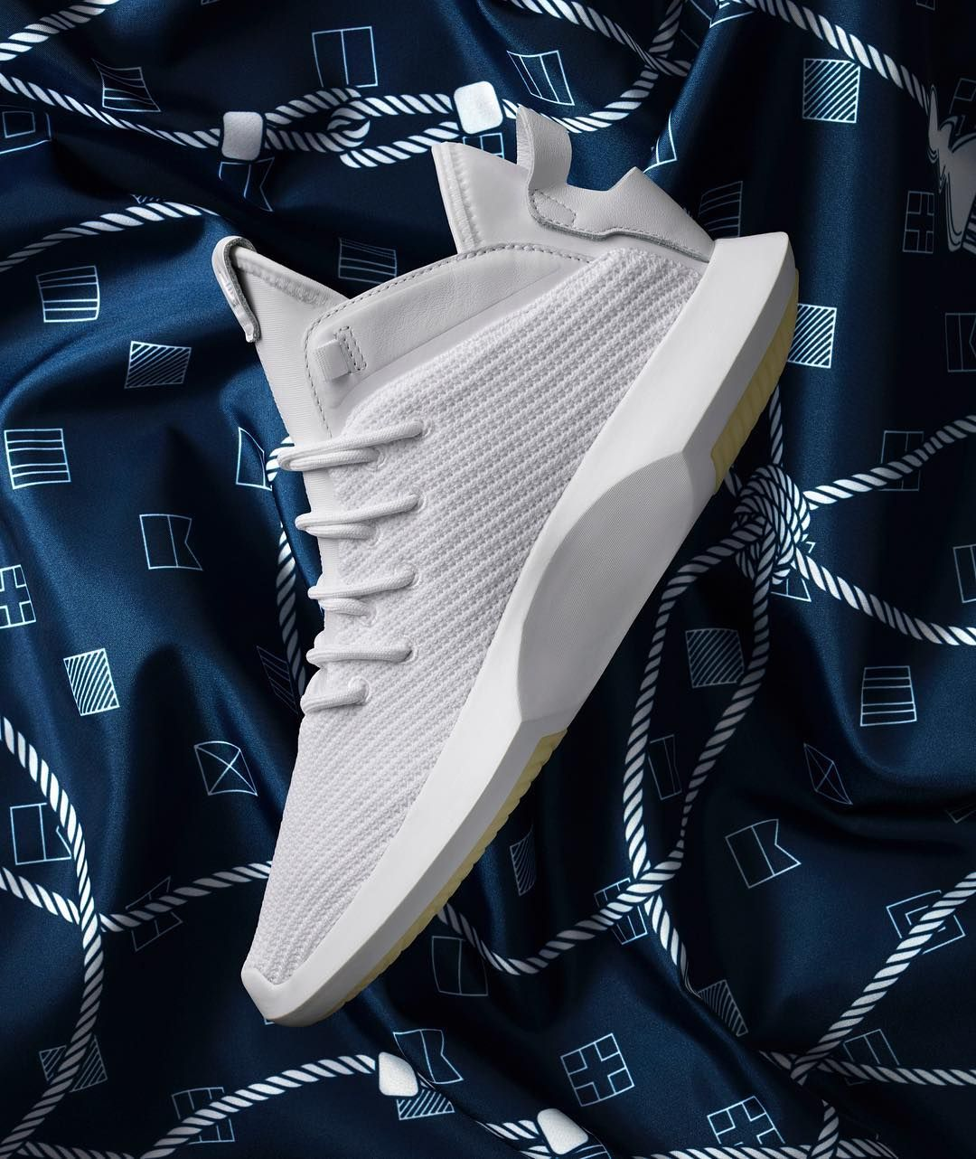 Pin by B?o on Cop or drop in 2019 | Adidas sneakers