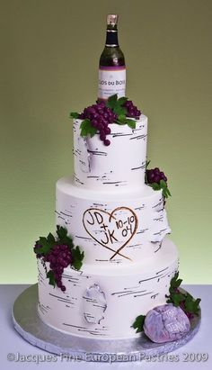 vineyard themed wedding cakes minus the grapes and wine bottle i this wedding 21598