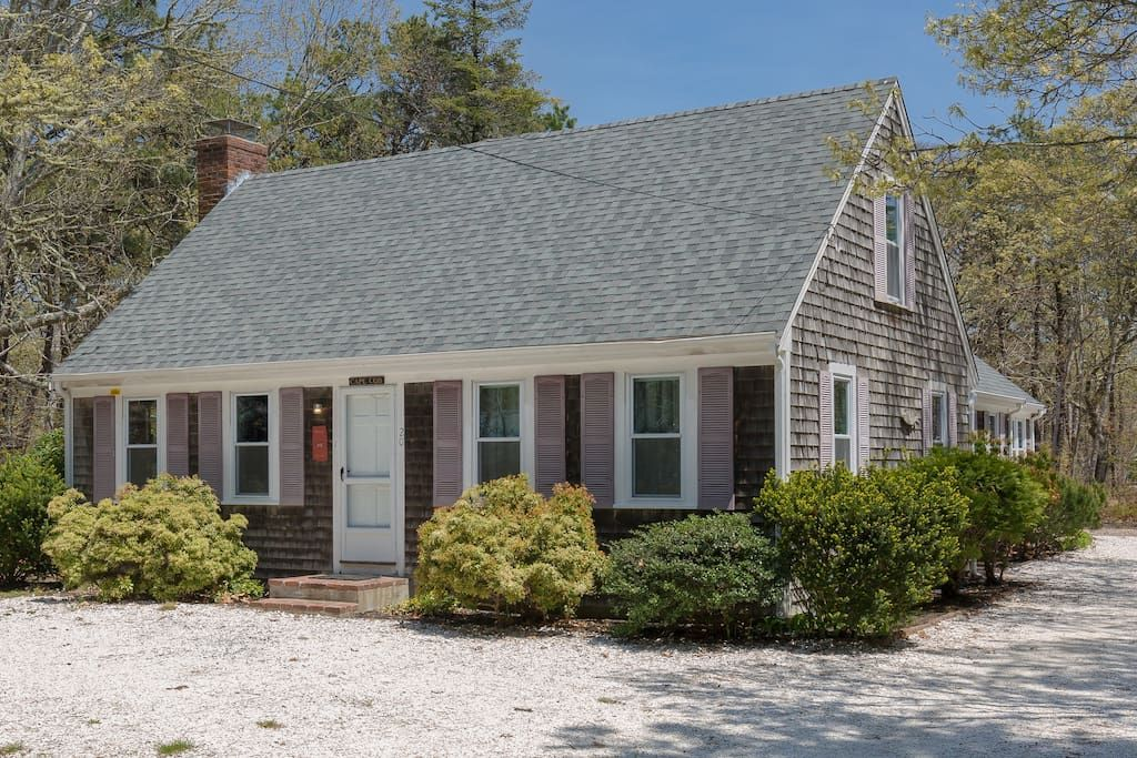 20 Large Updated Cape, Central AC, Walk to Beach