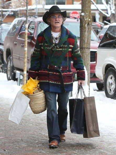 Kurt Russell is doing some Christmas shopping in Aspen, Colorado on December 21, 2013.