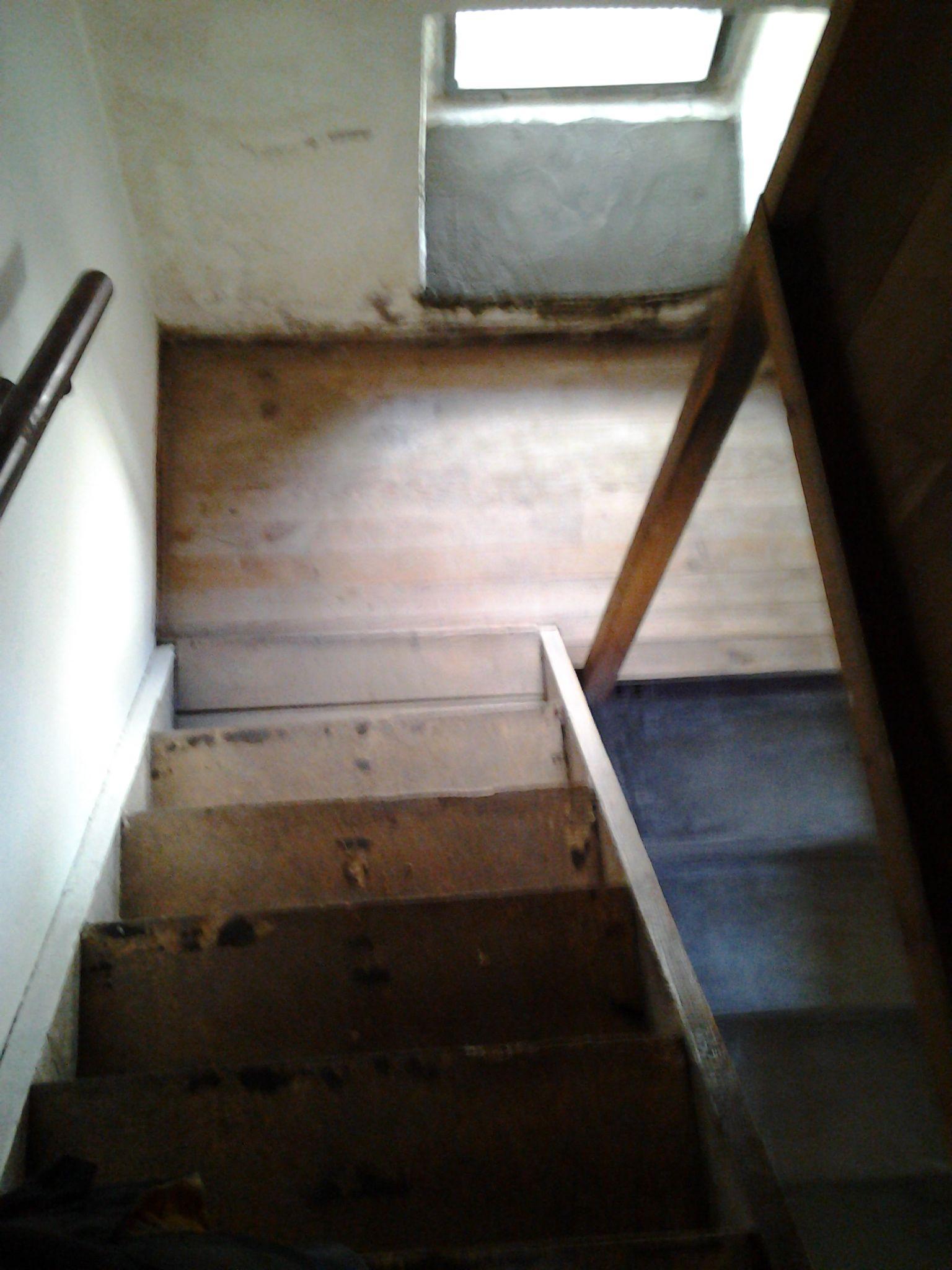 Vor der Sanierung der Kellertreppe