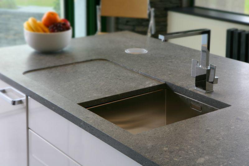 Schiefer ist für eine Küchenarbeitsplatte besonders gut geeignet ... | {Küchenarbeitsplatte schiefer 0}