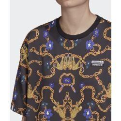 Wie bitte, zu viel Bling? Das geht doch gar nicht. Dieser Meinung ist auch Her Studio London. Dieses Juwel von T-Shirt spricht da mit seinem Print für sich. Das in Zusammenarbeit den Textilprint-Designerinnen entstandene Piece transportiert diese Message auch ohne Worte: Mehr Glam braucht die Welt!Locker geschnitten|Gerippter Rundhalsausschnitt|88 % recycelter Polyester / 12 % Elastan (Single Jersey)|T-Shirt|Allover-Print