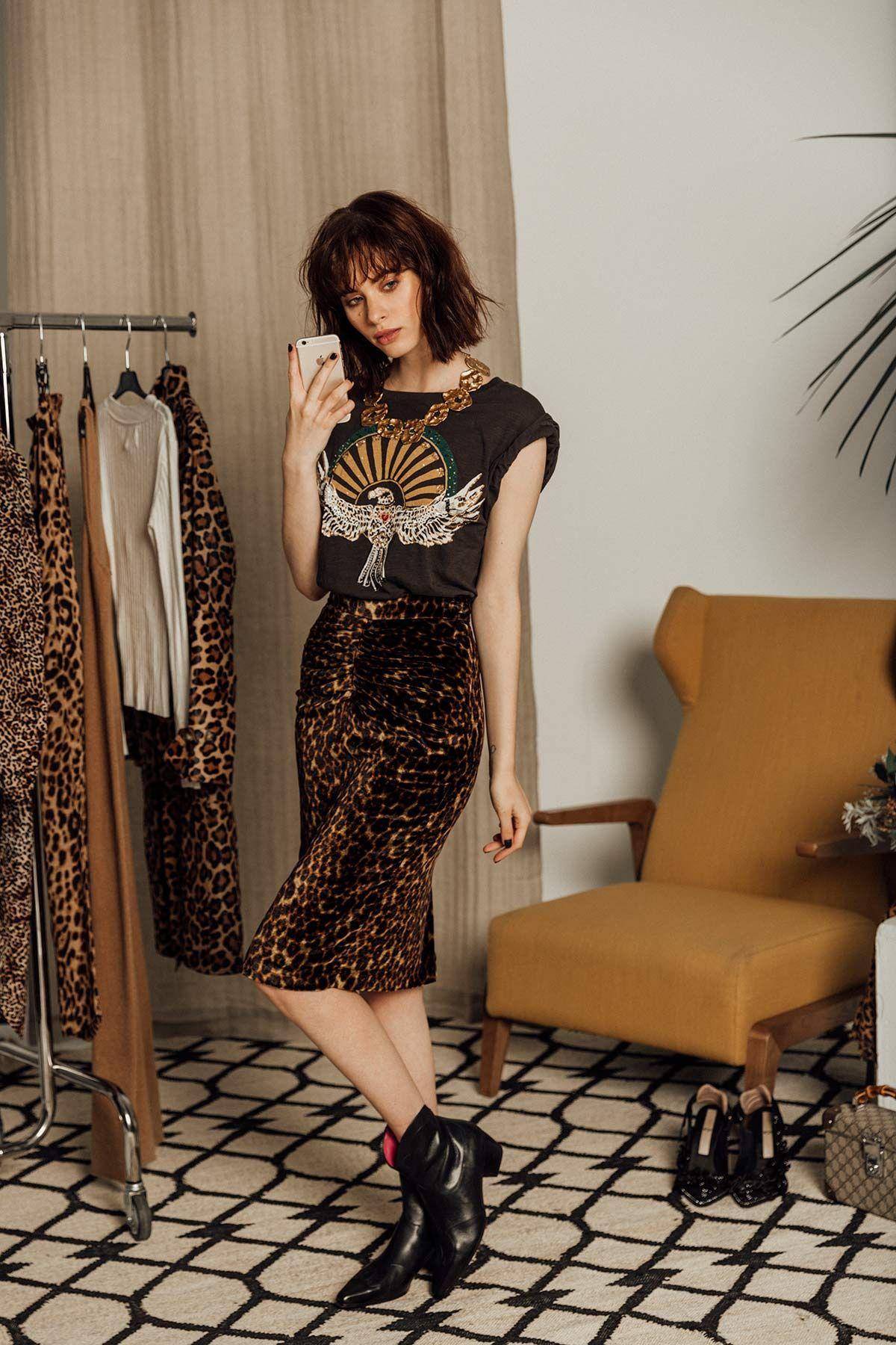 8 formas de combinar el estampado de leopardo  en una falda midi con un  look rockero. © Fotografía  Icíar J. Carrasco. Realización  Ana Casasnovas. 451ee32424a3